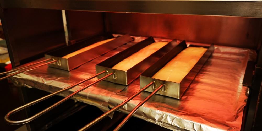 Raclette-Pfännchen brutzeln im Ofen