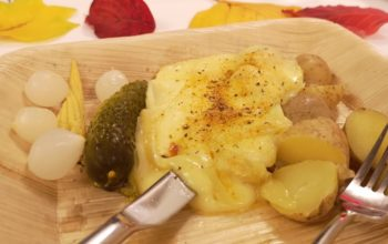 Raclette-Essen im Diesellokal